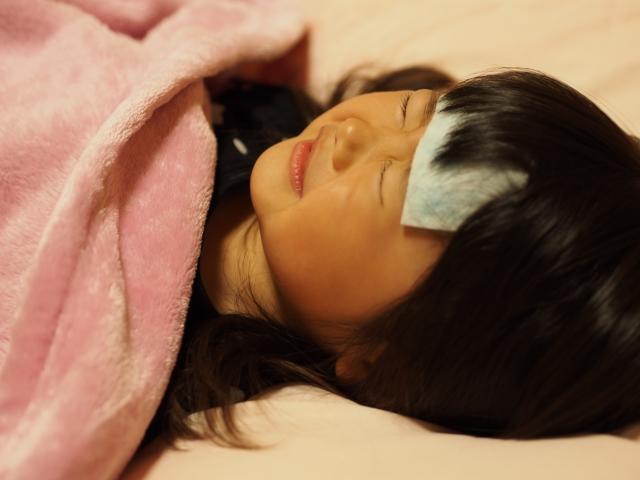 病気で寝込む子ども